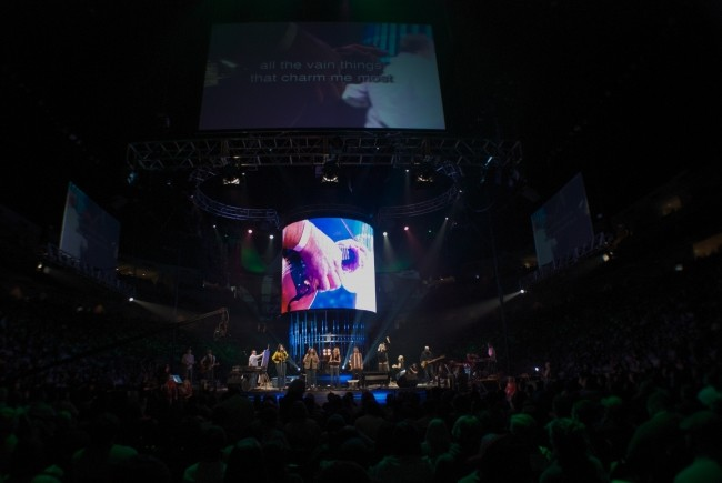 PVP media server and screen control software installation at Steve Fee concert with ProPresenter lyrics